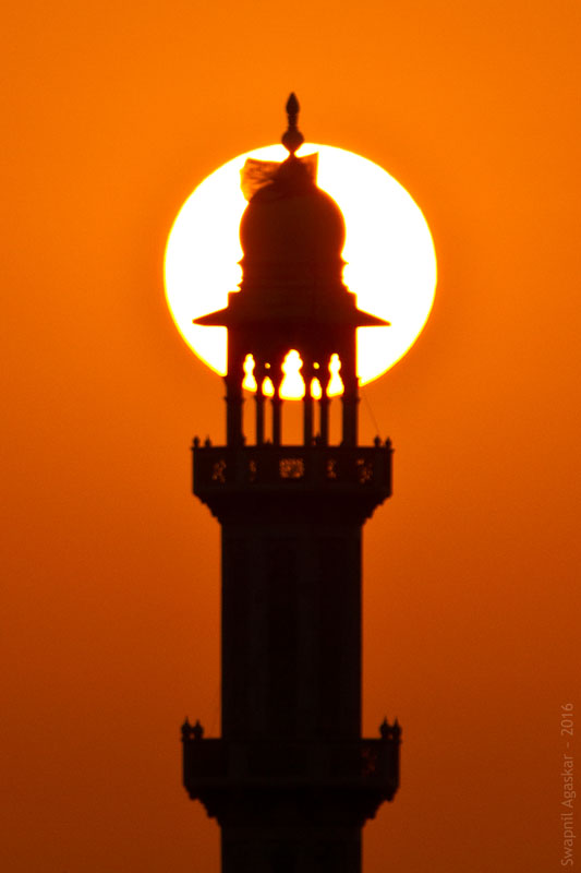 Close-up of the Haji Ali minaret with the setting sun